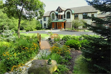 Inn at Wawanissee Point, just minutes to Devils Lake State Park